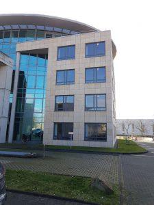 Natursteinfassaden, Klinkerfassaden oder Eloxal-/ Aluminiumfassaden