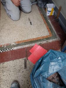 Defekte Terrazzoböden aufarbeiten und reinigen